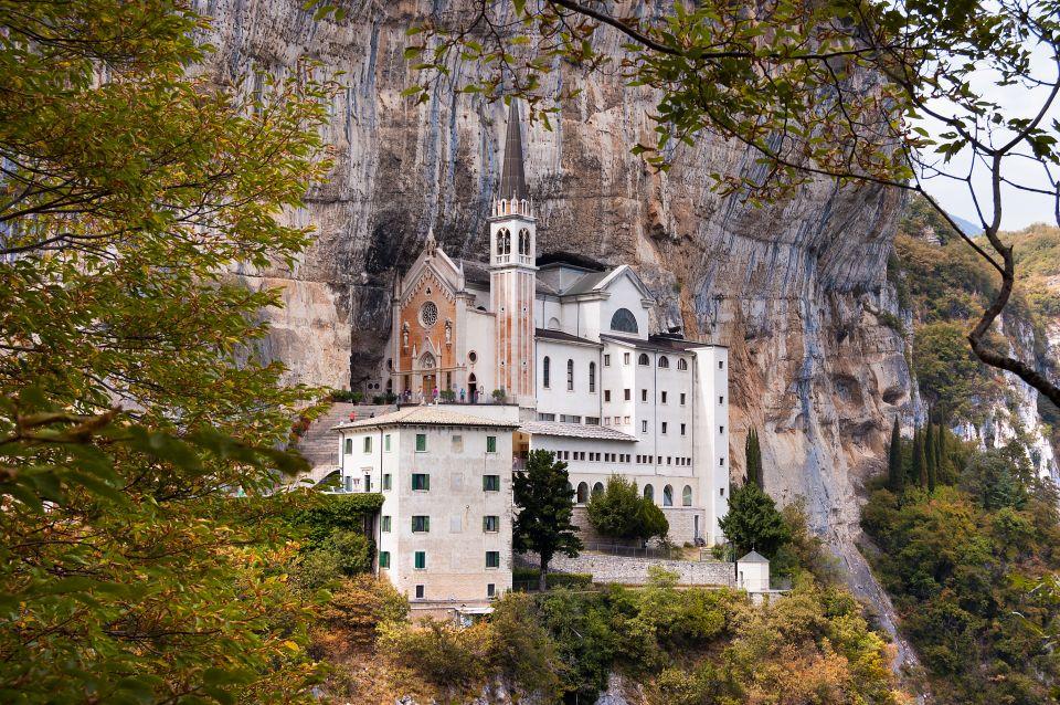 Santuario della Madonna della Corona luogo di spiritualità